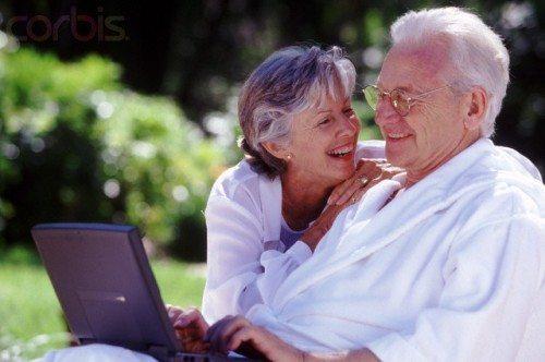 Ricerca sui Silver Surfer connessi: quando Il nonno naviga su Facebook aumenta la memoria e le capacità cognitive del 25%