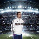 Casillas indossa la nuova maglia del Real Madrid