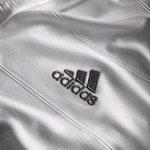 il logo del Adidas nella nuova maglia del Real Madrid
