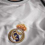 il logo del Real Madrid nella nuova maglia del Real Madrid