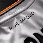 la scritta Real Madrid nella nuova maglia del Real Madrid